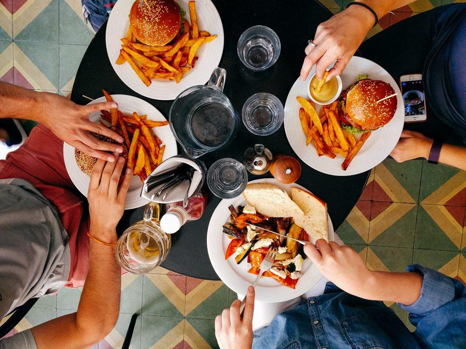 Фото - Ми такиі різні, але нас об'єднує одне. Ми любимо смачно поїсти!