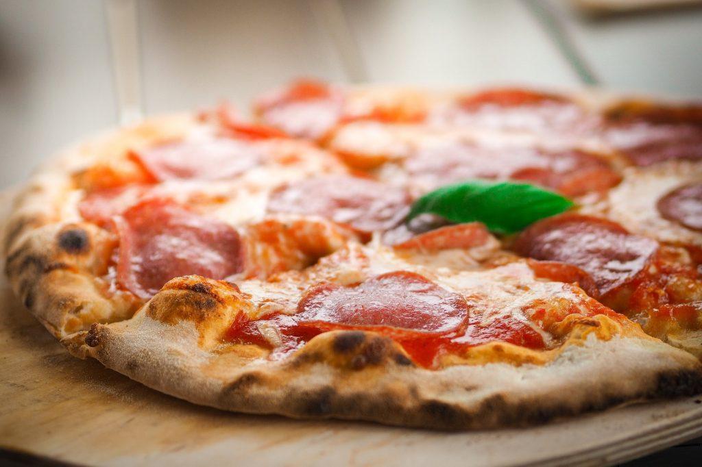 как приготовить домашнюю пиццу с колбасой