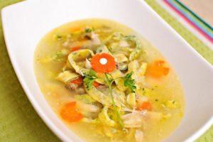 суп з курячих стегенець