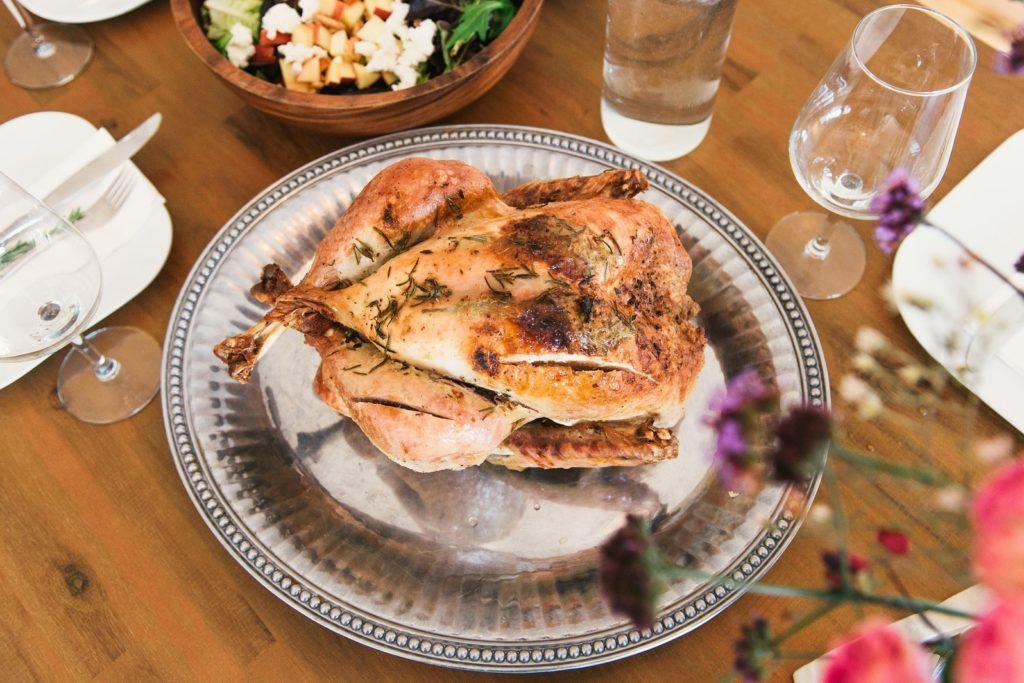 Фото - Праздничный стол с куриным мясом