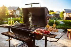 Фото - barbecue-grill-party-tasty-food-wooden-desk_176420-1836