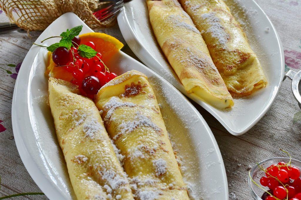 Фото - Кисло-сладкие десерты: блинчики с вишней